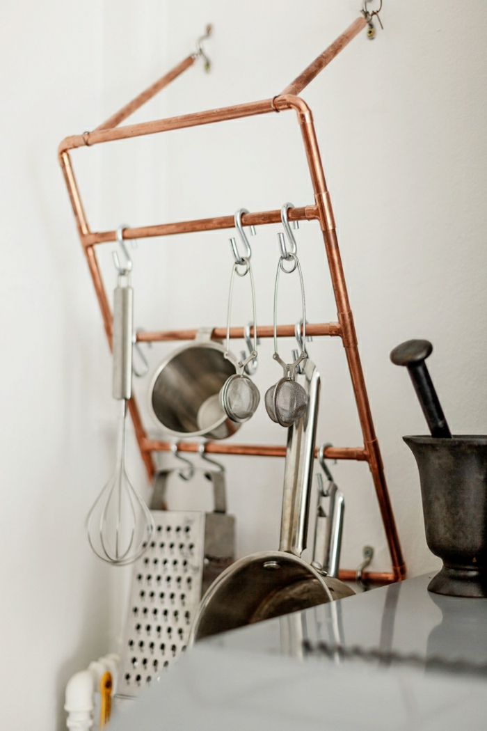 einrichtungsideen wohnen röhre kupfer küchenutensilien kücheneinrichtung industrieller stil