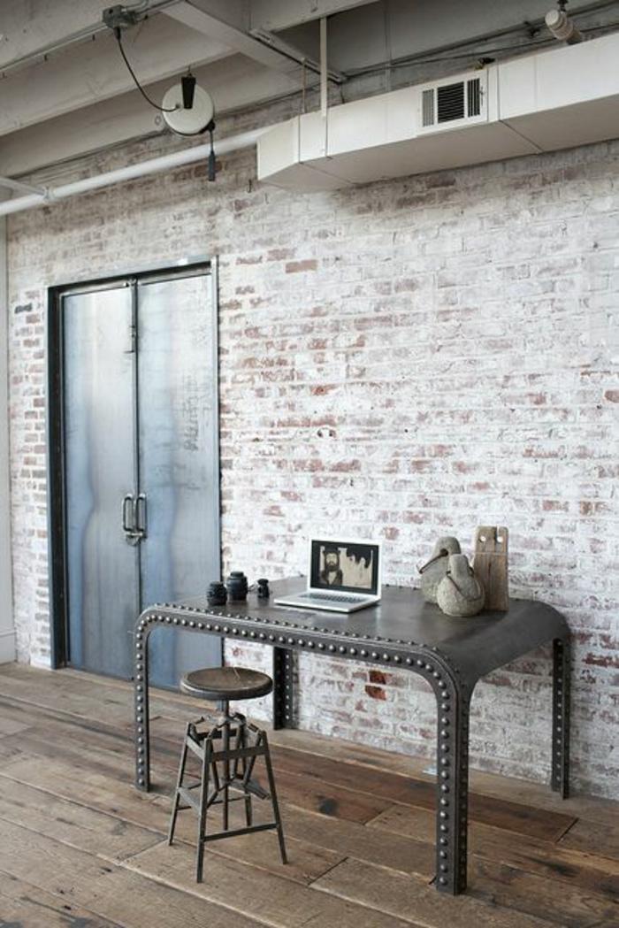 einrichtungsideen wohnen röhren loft wohnung home office schreibtisch barhocker metall