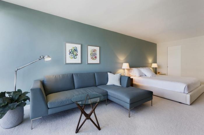 farbgestaltung schlafzimmer wandfarbe himmelblau weiß akzentwand wanddekoration