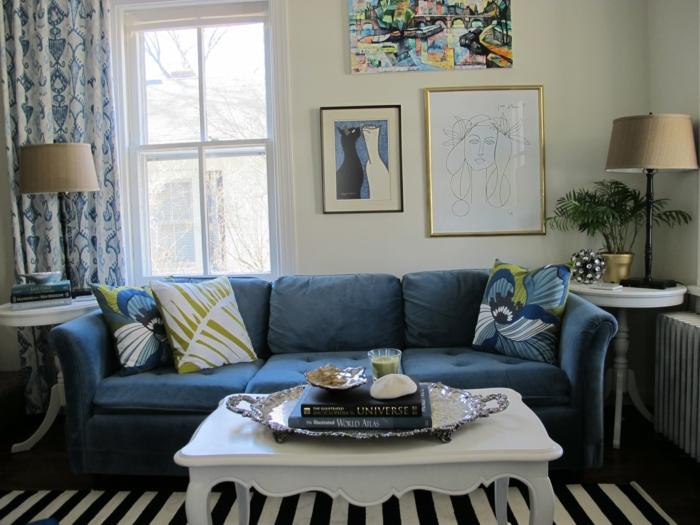 Farbgestaltung Wohnzimmer Helle Wnde Streifenteppich Blaues Sofa