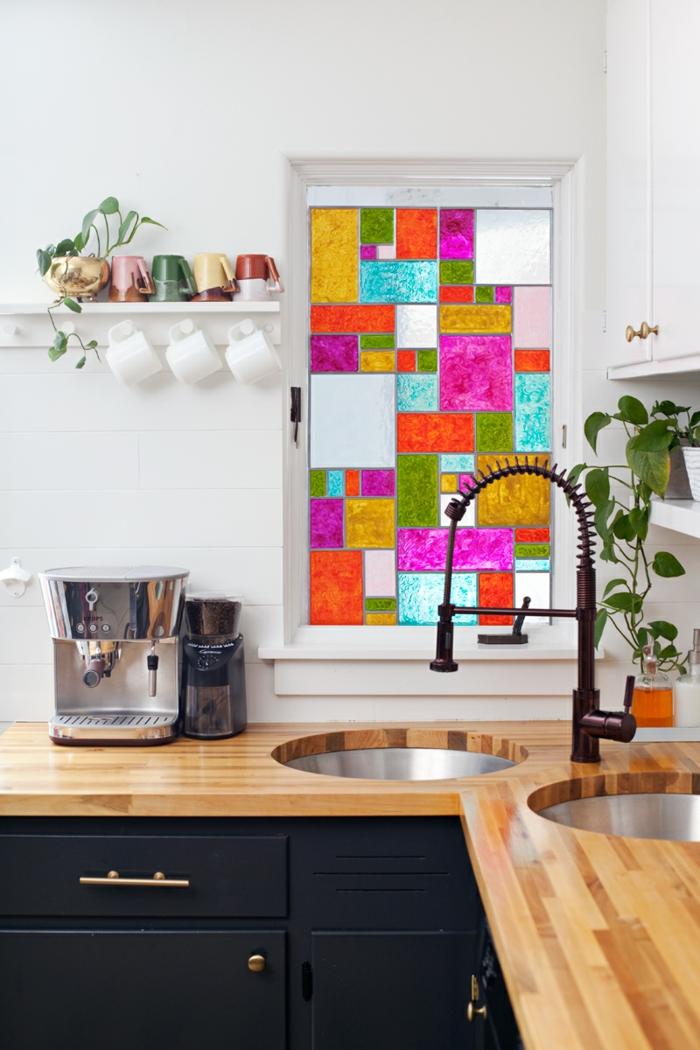 fenster sichtschutz buntes glas fensterdeko küchenfenster