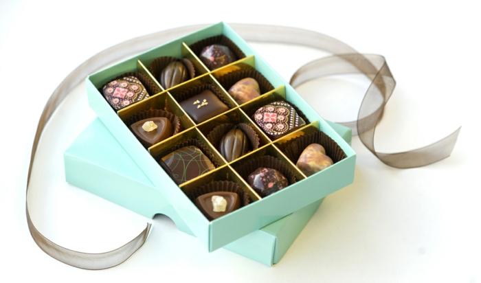 geschenkideen für freundind geschnekideen freund schokolade mit nuessen vollmilch zimt pralinen
