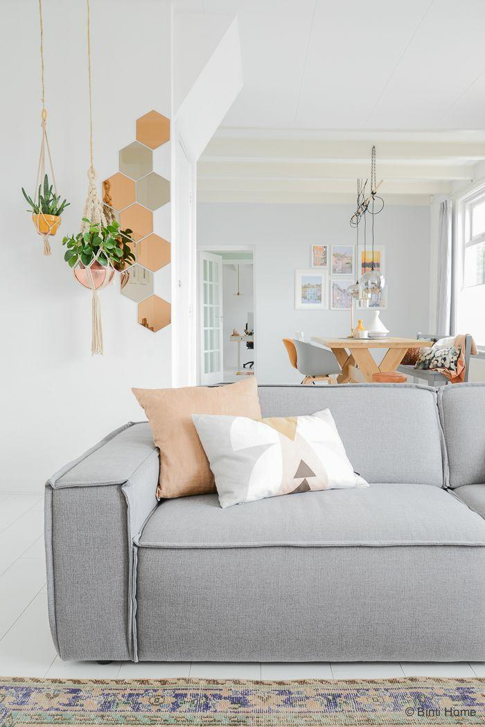 wohnzimmer accessoires bringen leben ins zimmer:Kupferfarbene Akzente verleihen dem Interieur einen modernen Charakter