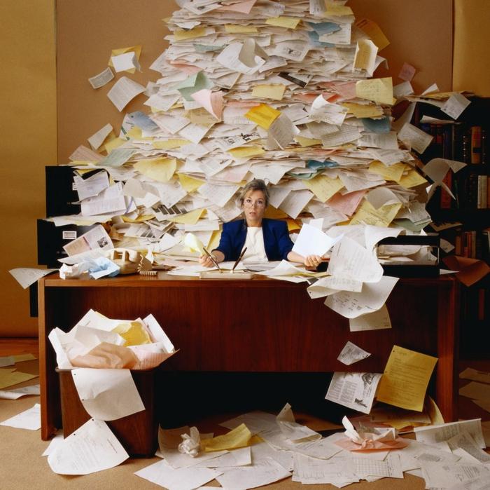 haushaltsplan putzen haus aufräumen arbeitsplatz home office papierkram quittungen