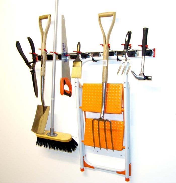 haushaltsplan putzen haus aufräumen putzutensilien gartenzubehör leiter säge