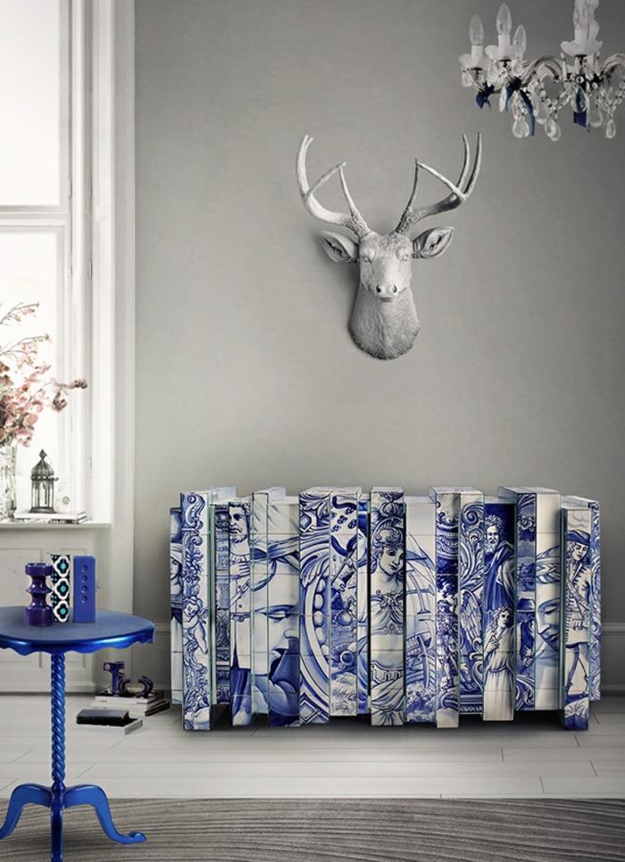 heizkörperverkleidung wohnzimmer deko antike motive blau weiß hirsch geweih wanddekoration