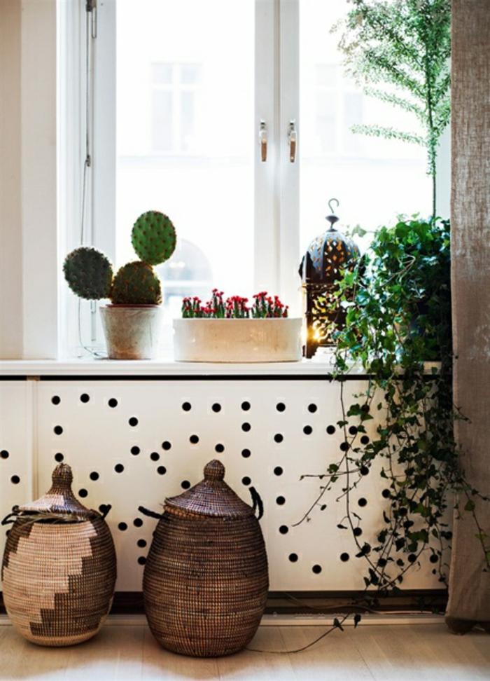 Heizkörper Verkleidung Wohnzimmer Dekoration Weiße Platte Gelöchert  Geflochtene Körbe Afrikanisch Ethnisch Kakteen