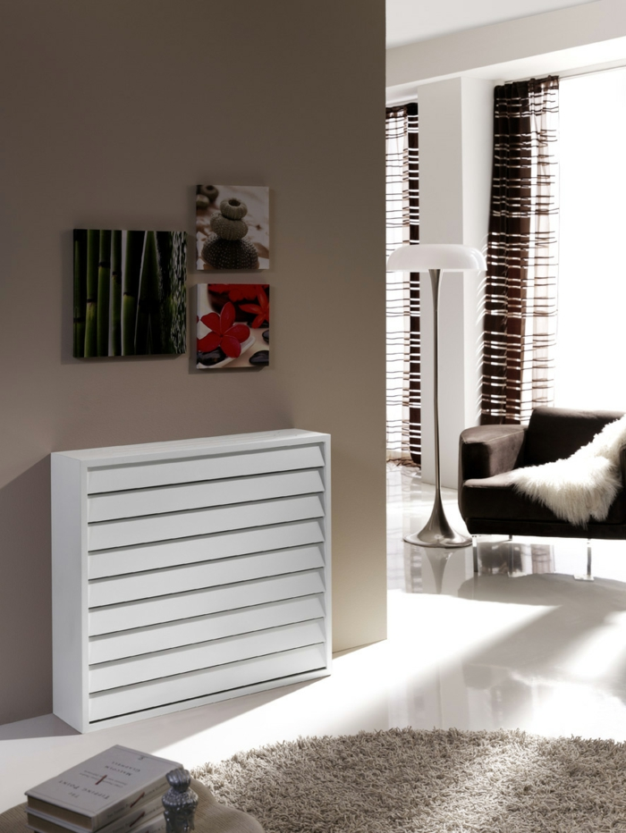 heizkörperverkleidung wohnzimmer weiße holzbohlen minimalistisches design runder hochflorteppich beige