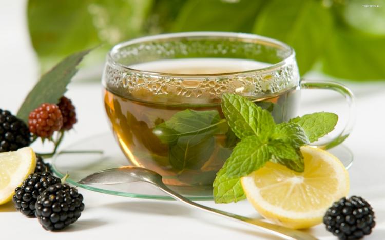 ist Tee gesund Früchtetee zubereiten