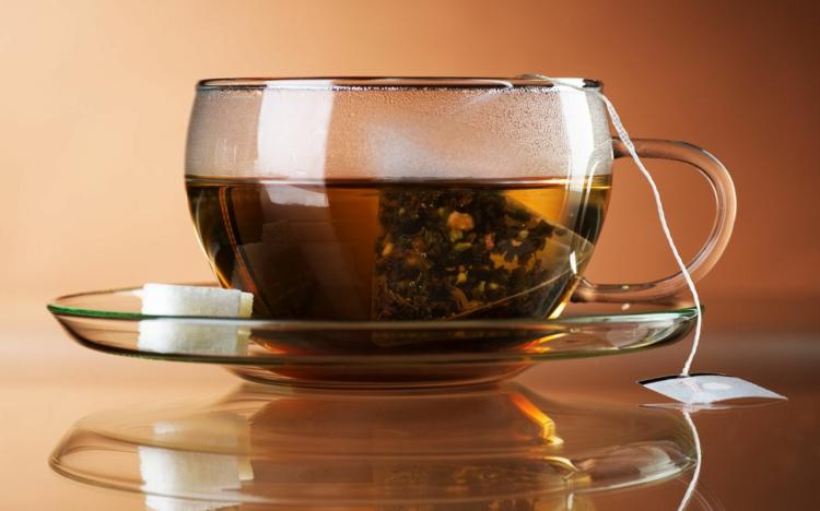 ist Tee gesund schwarzer Tee anstatt Kaffee trinken