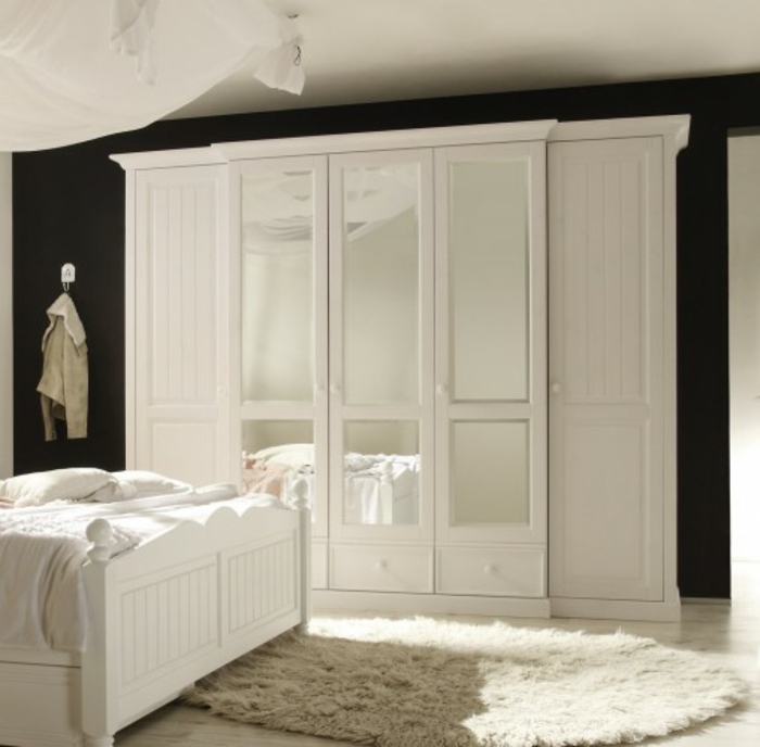 m chten sie den richtigen kleiderschrank kaufen. Black Bedroom Furniture Sets. Home Design Ideas