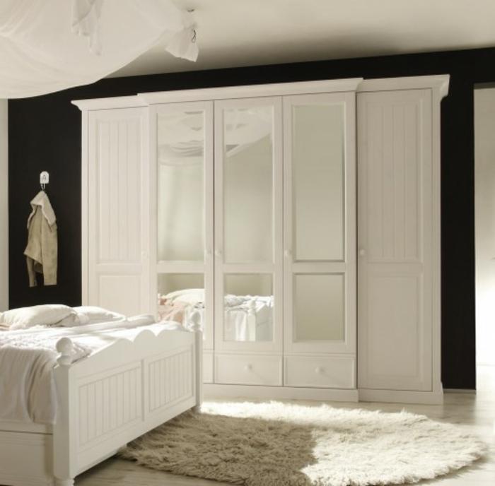 m chten sie den richtigen kleiderschrank kaufen. Black Bedroom Furniture Sets. Home Design Ideas
