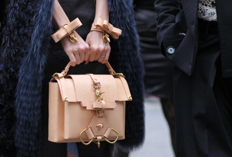 moderne Damenfrisuren Schminktipps Accessoires