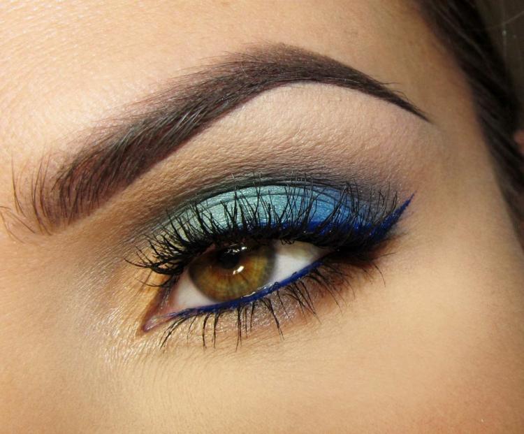moderne Damenfrisuren und Schminktipps Augen Blautöne