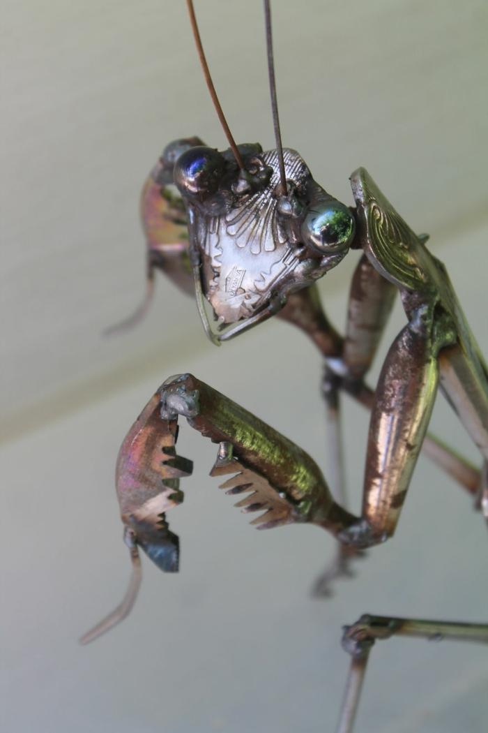 recycling basteln metall figur insekt gottesanbeterin kunst