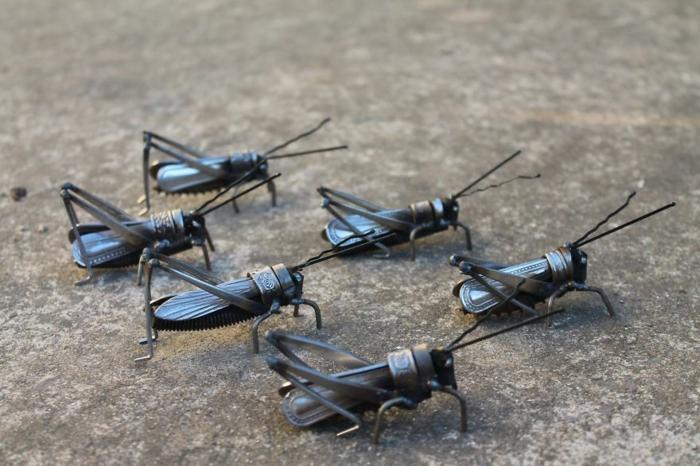 recycling basteln metall tierfiguren heuschrecken