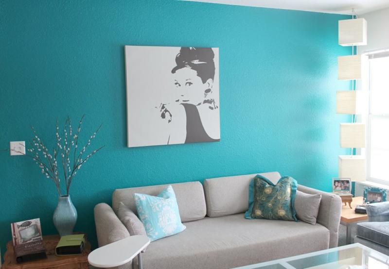 wohnzimmer türkis blau:schöne türkis-blaue Wandfarbe im Wohnzimmer