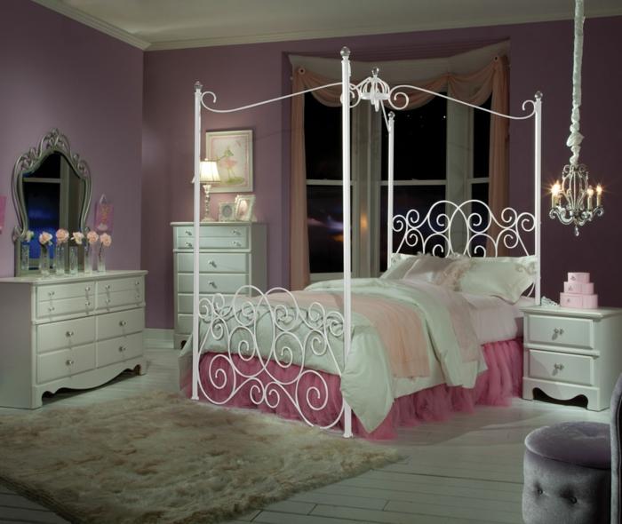 schlafzimmer ideen baldachin betthimmel metallbett weiß wandfarbe lila fellteppich