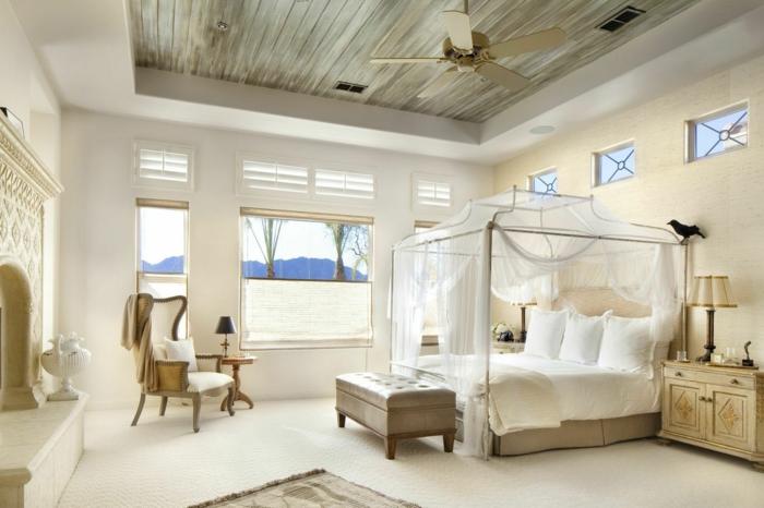 schlafzimmer ideen doppelbett betthimmel baldachin durchsichtige vorhänge bettbank ottomane