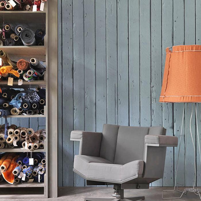 trends möbel dutsch design week designer studio piet hein eek retro stuhl grau wandverkleidung holz