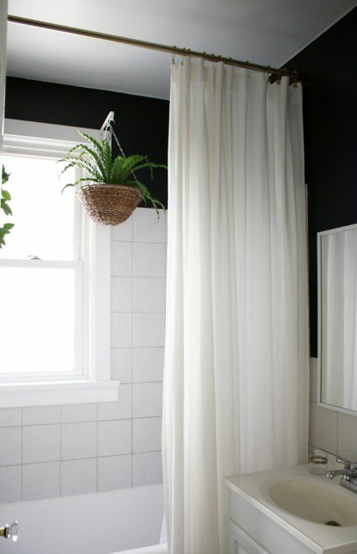 wände streichen ideen badezimmer dunkle wandfarbe weiße wandfliesen