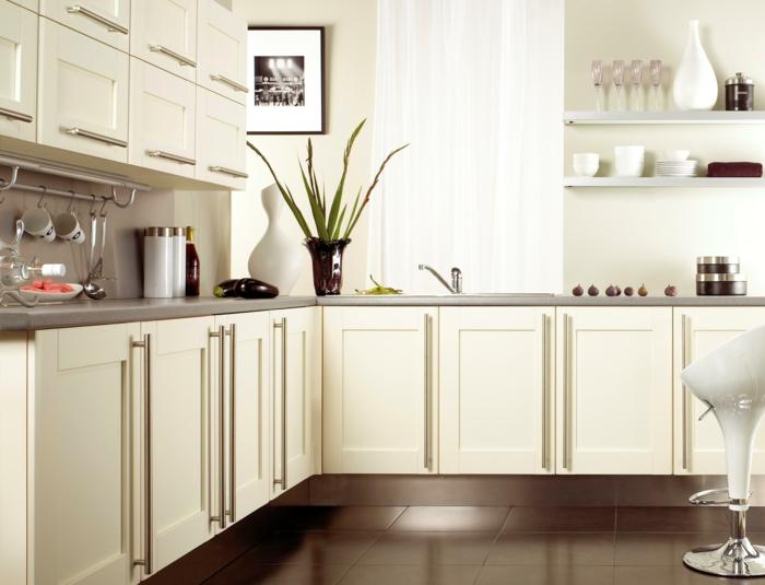wände streichen ideen ikea küche creme wände küchenschränke braune bodenfliesen
