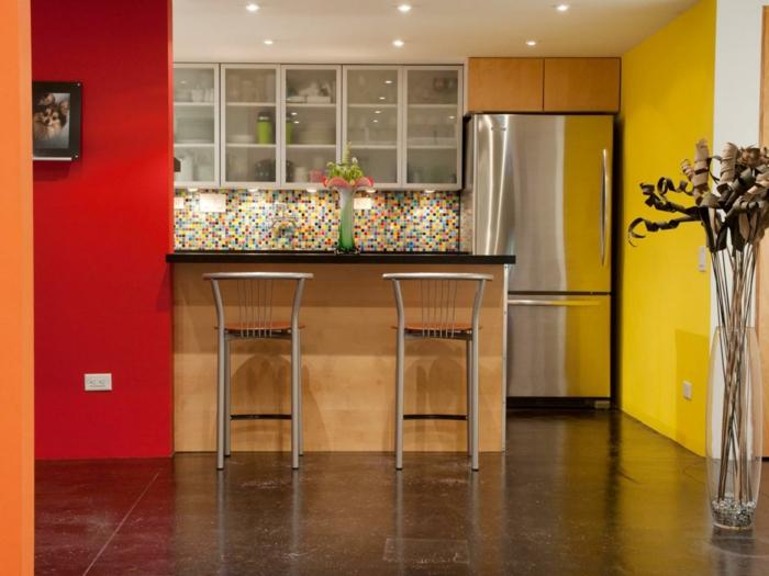 wände streichen ideen küche rot gelb küchenrückwand mosaikfliesen