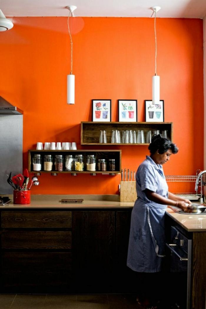 wände streichen ideen orange küche offene regale
