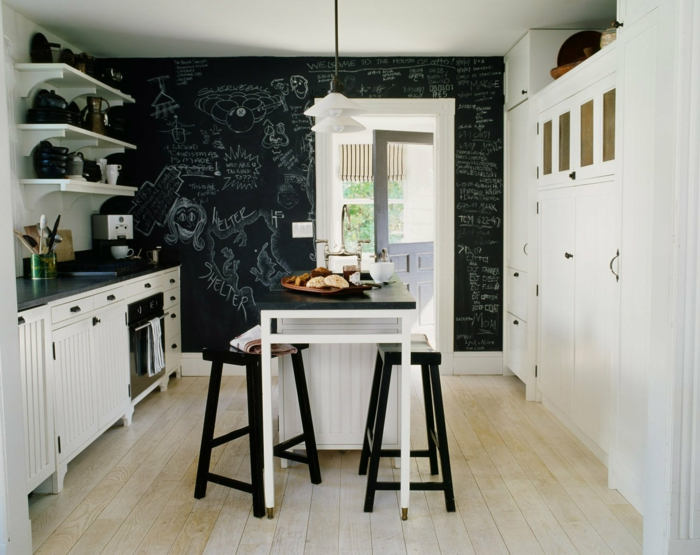 wände streichen ideen wandtafel küche küchentisch schwarze barhocker