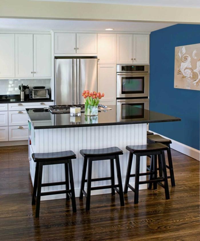 wandfarbe küche blaue akzentwand weiße wände kücheninsel