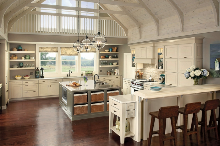 wandfarbe küche dezente wandgestaltung aufbewahrungskörbe blumen