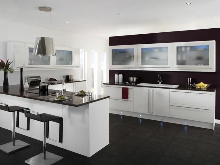 wände streichen ideen küche schwarze akzentwand bodenfliesen kücheninsel