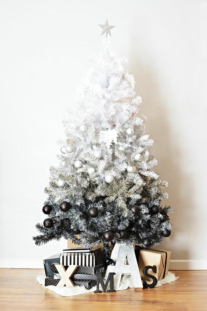 weihnachtliches Basteln künstlicher Weihnachtsbaum mit Kunstschnee