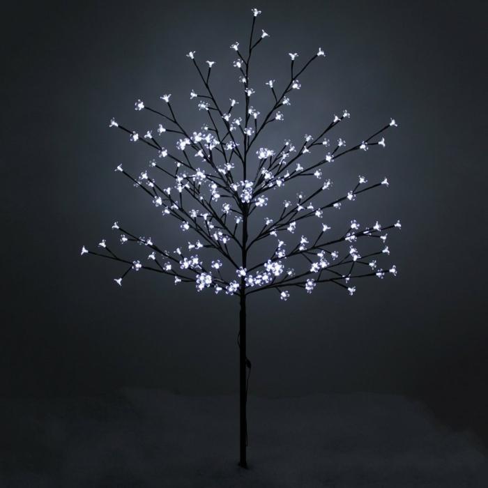 weihnachtsbaum künstlich künstlicher weihnachtsbaum test durch wand einfach beleuchtet