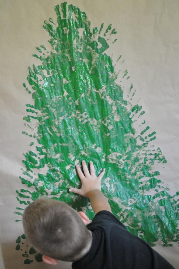 weihnachtsbaum künstlich künstlicher weihnachtsbaum test durch wand wandsticker zeichnung handabdruck