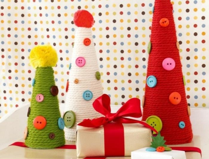 weihnachtsdeko deko diy christbäume selber basteln garn knöpfe tischdeko