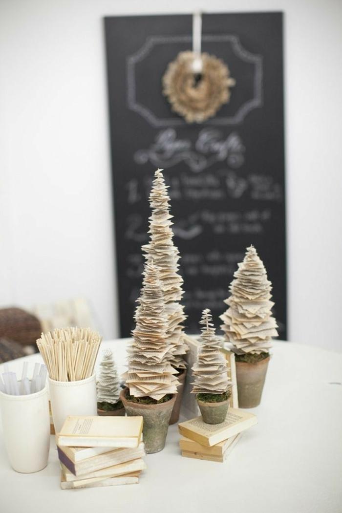 weihnachtsdeko ideen diy christbaum ralte bücher zeitungen weihnachtsbäume selber basteln