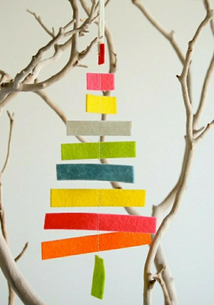 weihnachtsdeko ideen diy christbaumschmuck selber machen filz bunte streifen treibholz