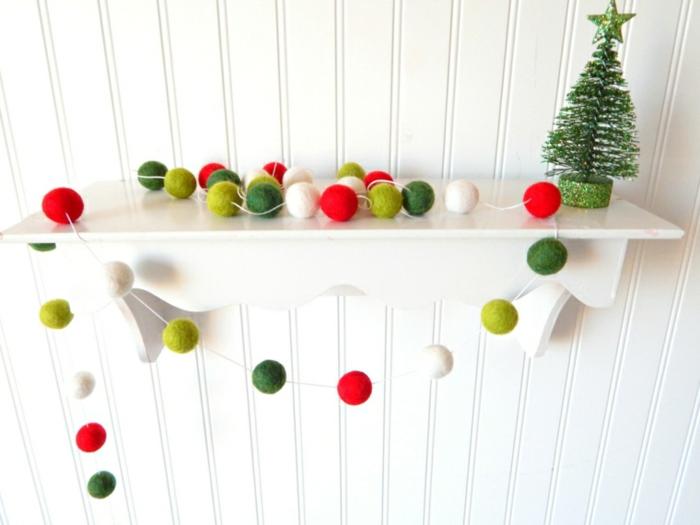weihnachtsdeko ideen diy girlande filzkugeln rot grün weiß