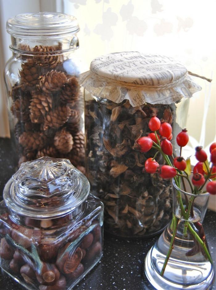 weihnachtsdeko ideen diy naturfunde kiefernzapfen hagebutten gläser