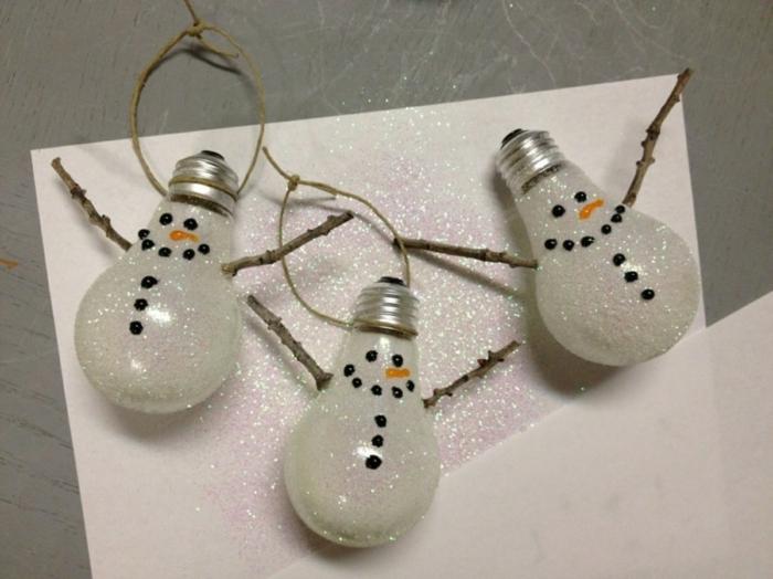 weihnachtsdeko ideen diy selber basteln alte glühbirnen glitzer