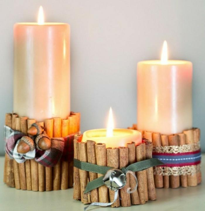 weihnachtsdeko ideen diy tischdeko stumpenkerzen zimtstäbchen stoffbänder glocke eicheln