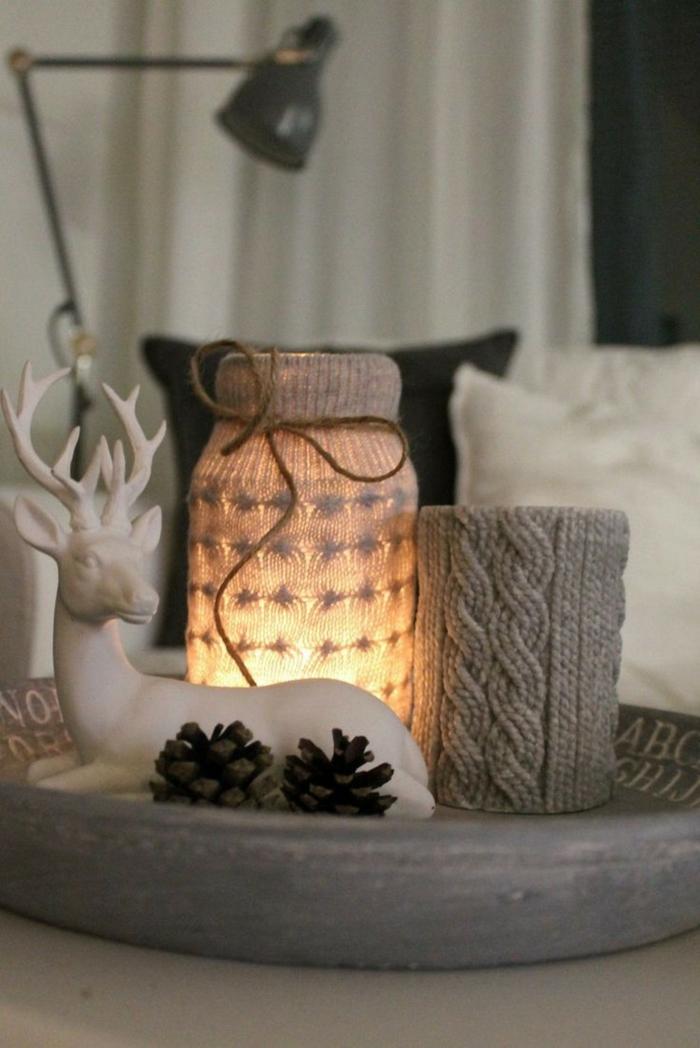 weihnachtsdeko-ideen diy windlichter selber basteln alte pullover tischdekoration hirsch zapfen