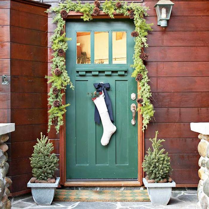 weihnachtsdekoration aussen weihnachtsschmuck lichterkette blumentoepfe socke