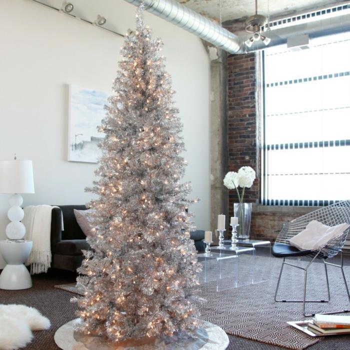 weihnachtsdekoration ideen christbaum girlanden silber weiße kerzen blumendeko