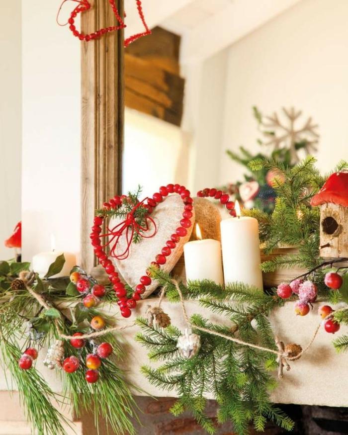 weihnachtsdekoration ideen kaminsims deko rote beeren grüne tannenzweige