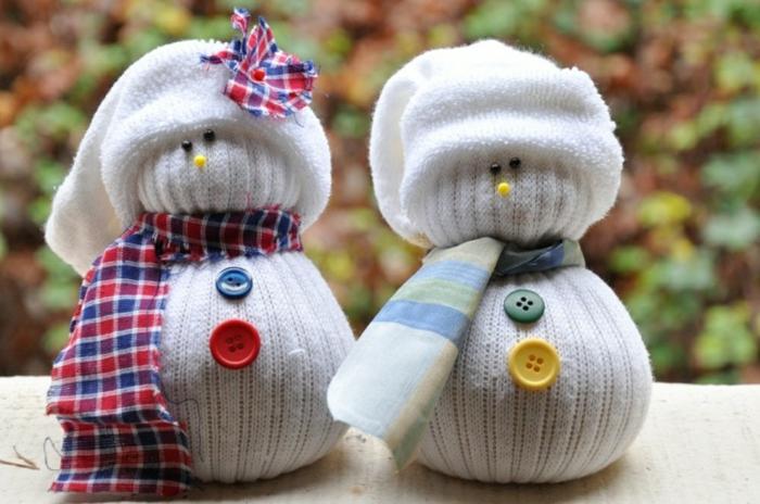weihnachtsdekoration ideen schneemänner basteln alte socken upcycling deko