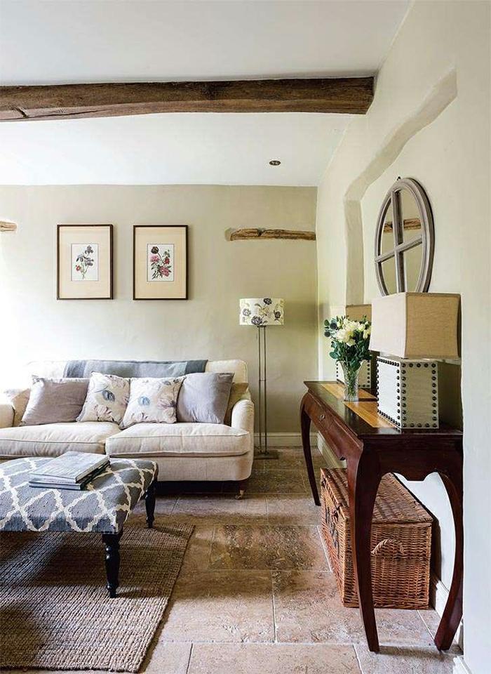 wohnzimmer landhausstil bodenfliesen wandspiegel bilder