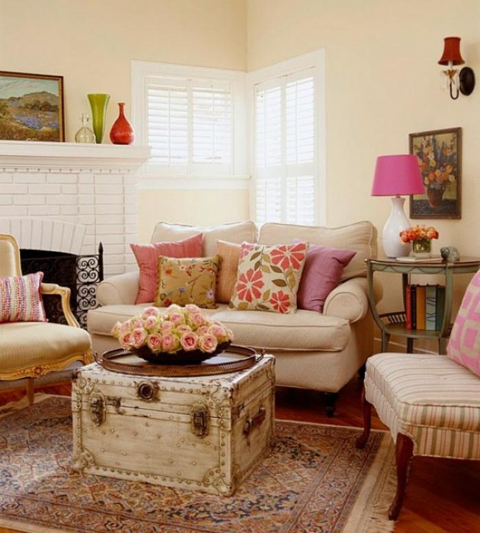 Landhausstil Wohnzimmer Teppich Couchtisch Kamin Blumen Accessoires