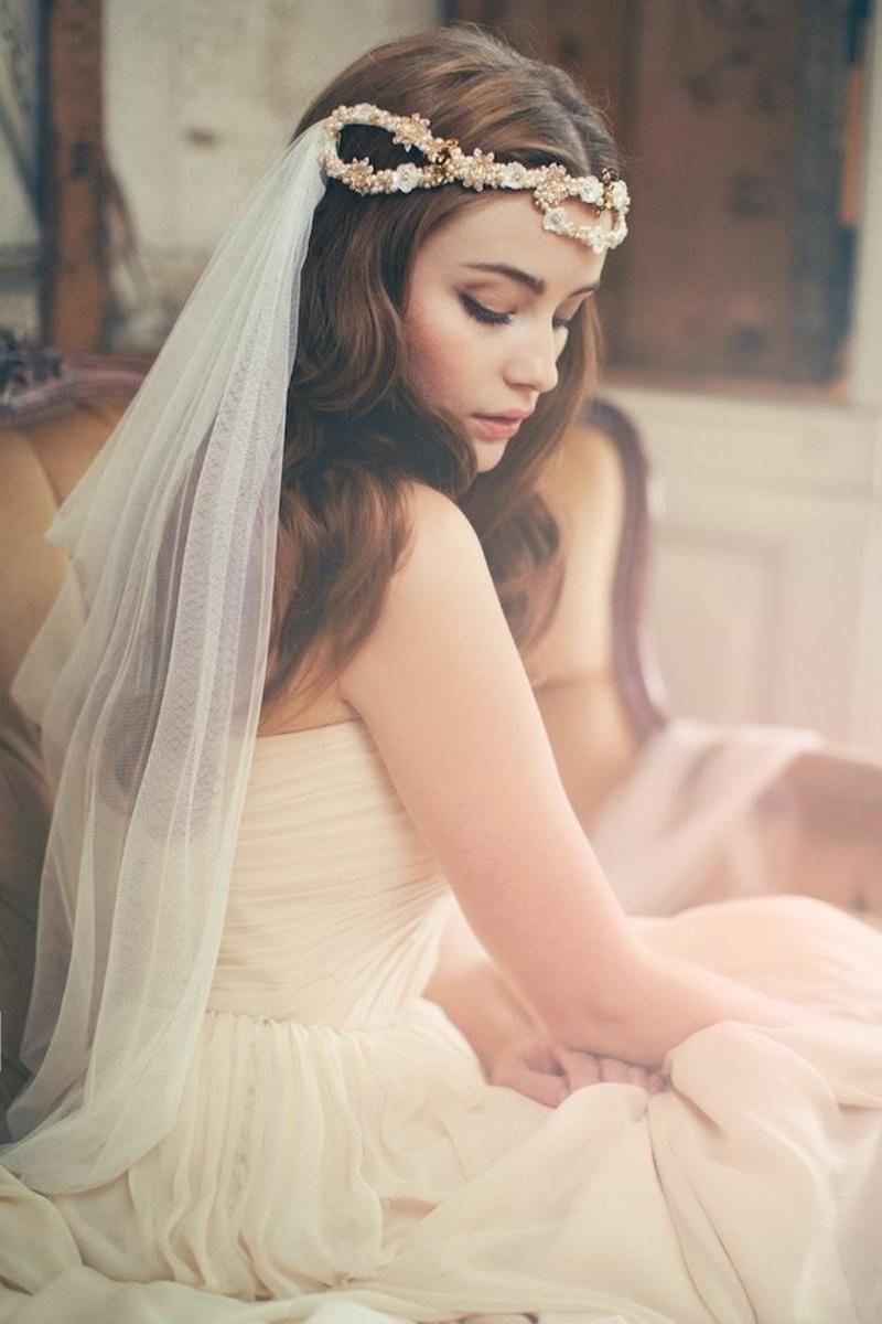 Brautfrisur mit Schleier romantische Hochzeitsfrisuren lange Haare